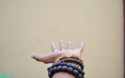 Апариграха -петата яма или умението да пускаме